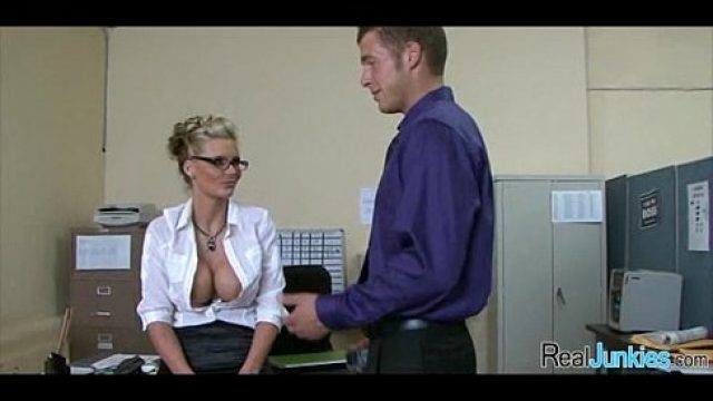 Office Sex sex at the office like that wants pleasure